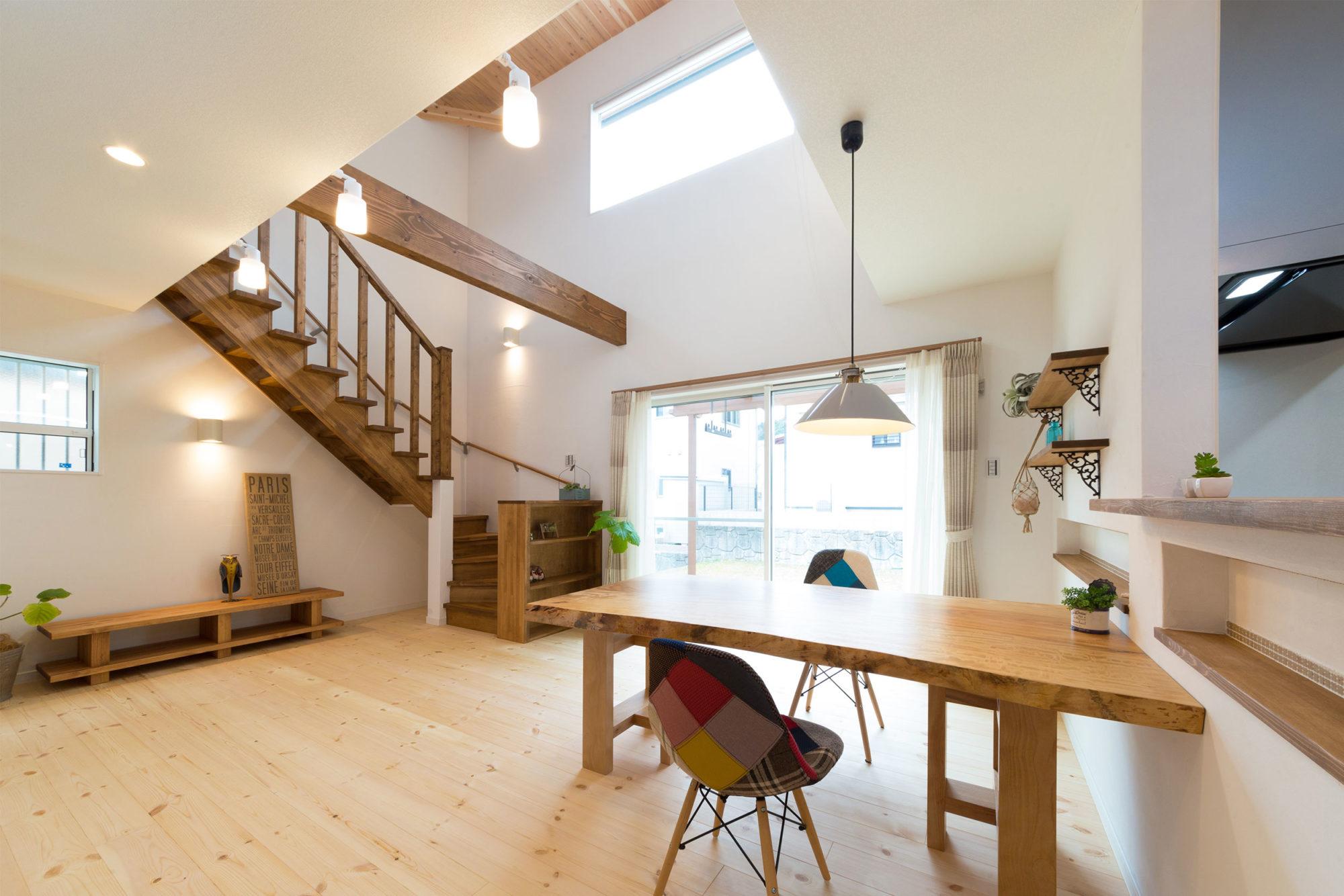 ストリップ階段のあるお家
