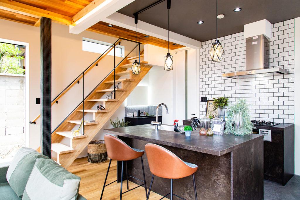スタイリッシュな色とデザインのお家
