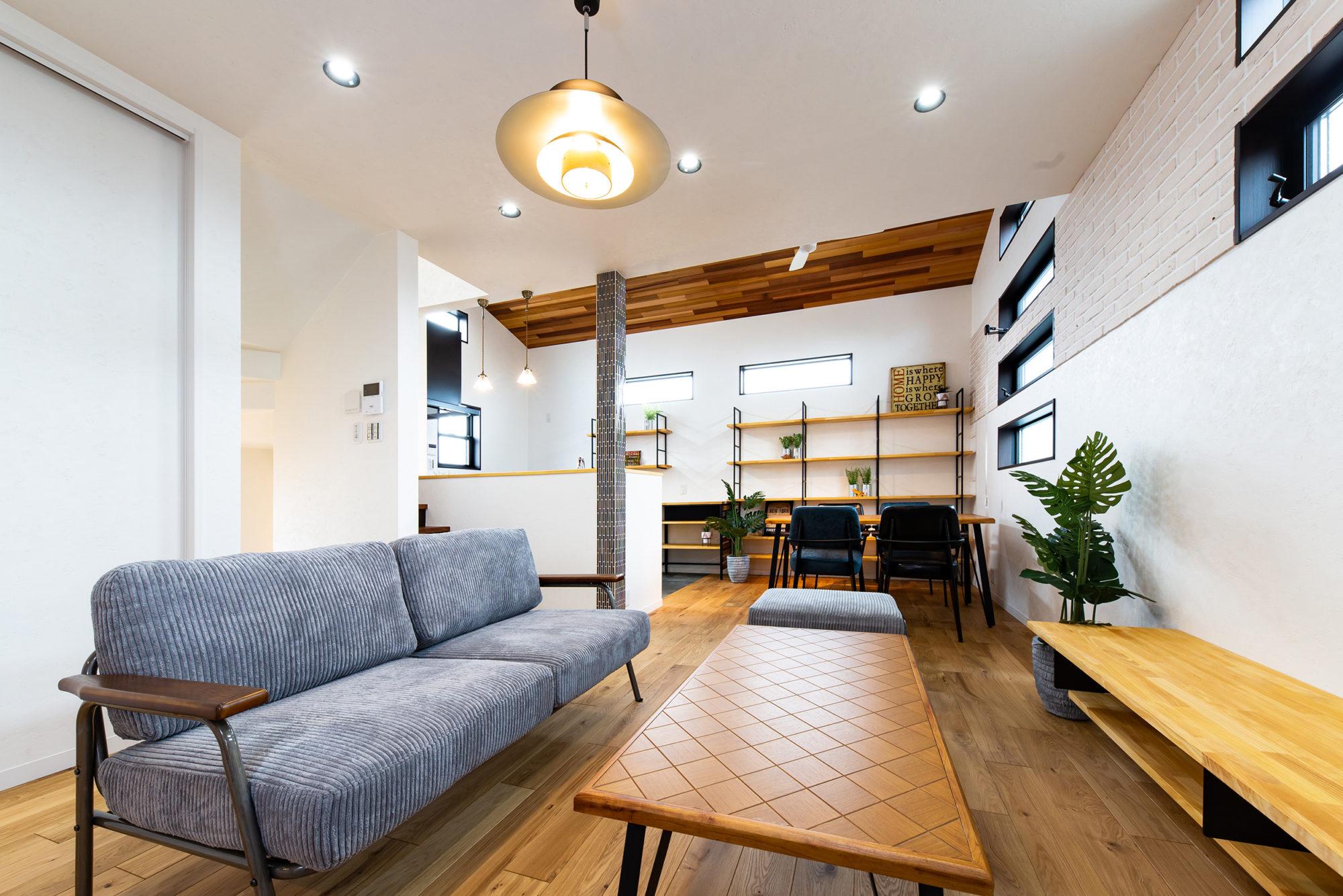 収納スペースと飾り棚がたくさんあるお家
