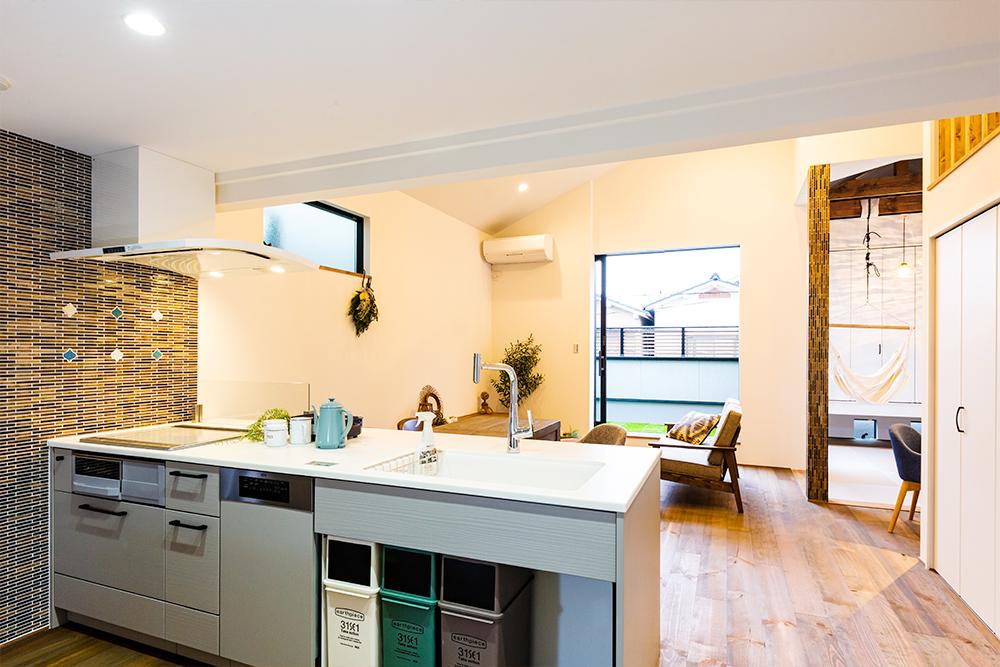 オーガニック壁材×無垢材でカントリー調のおしゃれ可愛い空間を実現したお家です!