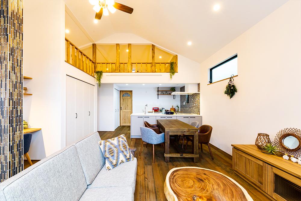 広々ロフト付きで、開放感溢れたリビングのお家です!
