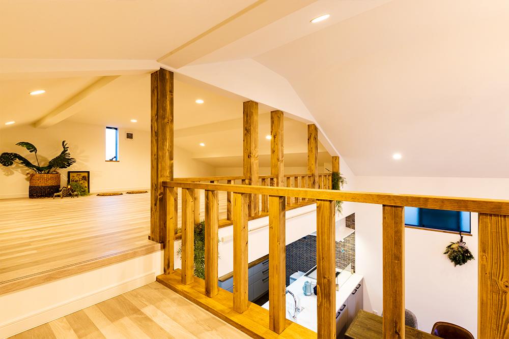 「屋根裏」空間のような大型ロフトが、カントリー調を引き立ててくれるお家です!
