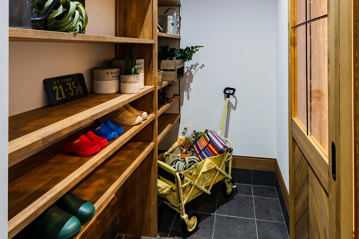 土間収納を活用して、屋外道具もさっと収納できるお家です!