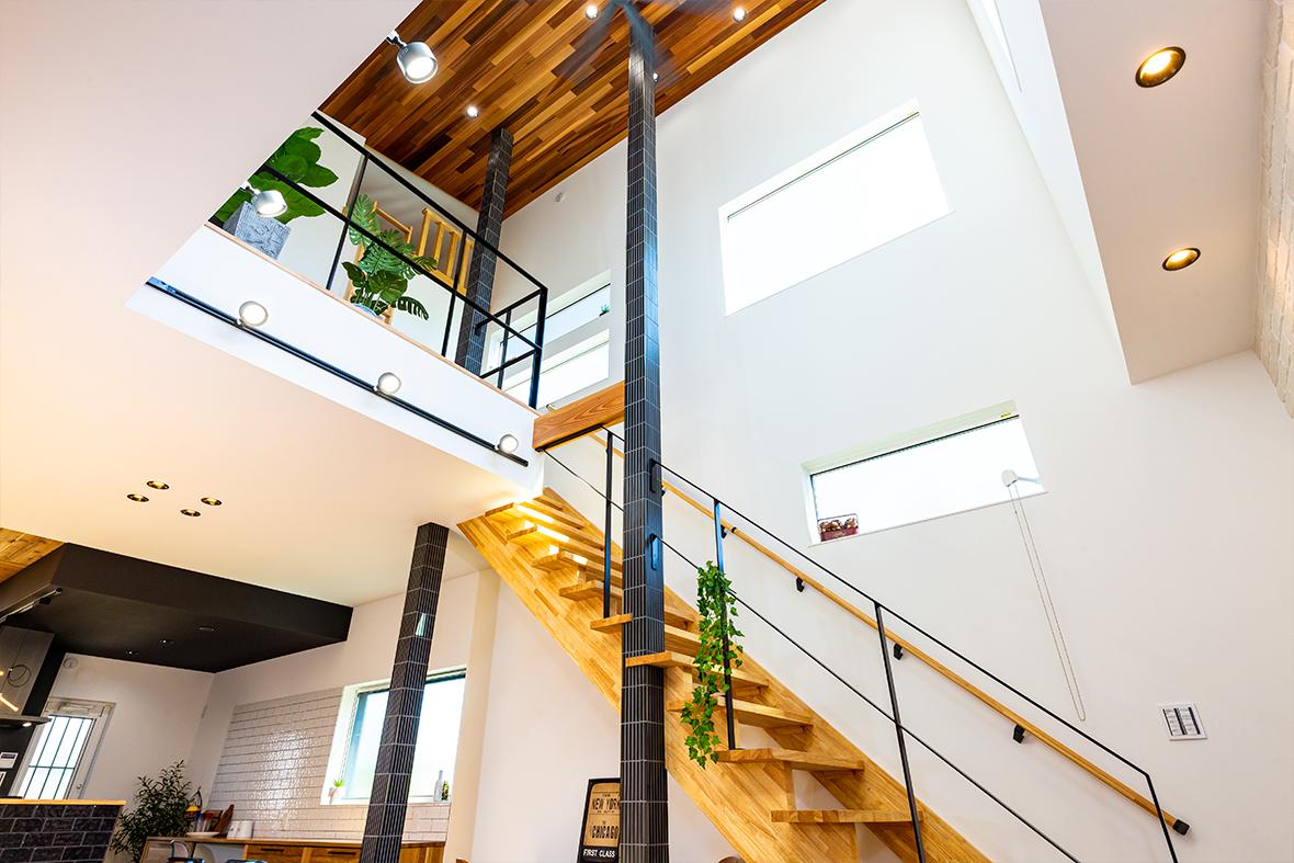 天井高(2.8メートル)の吹き抜けのリビングのお家です!