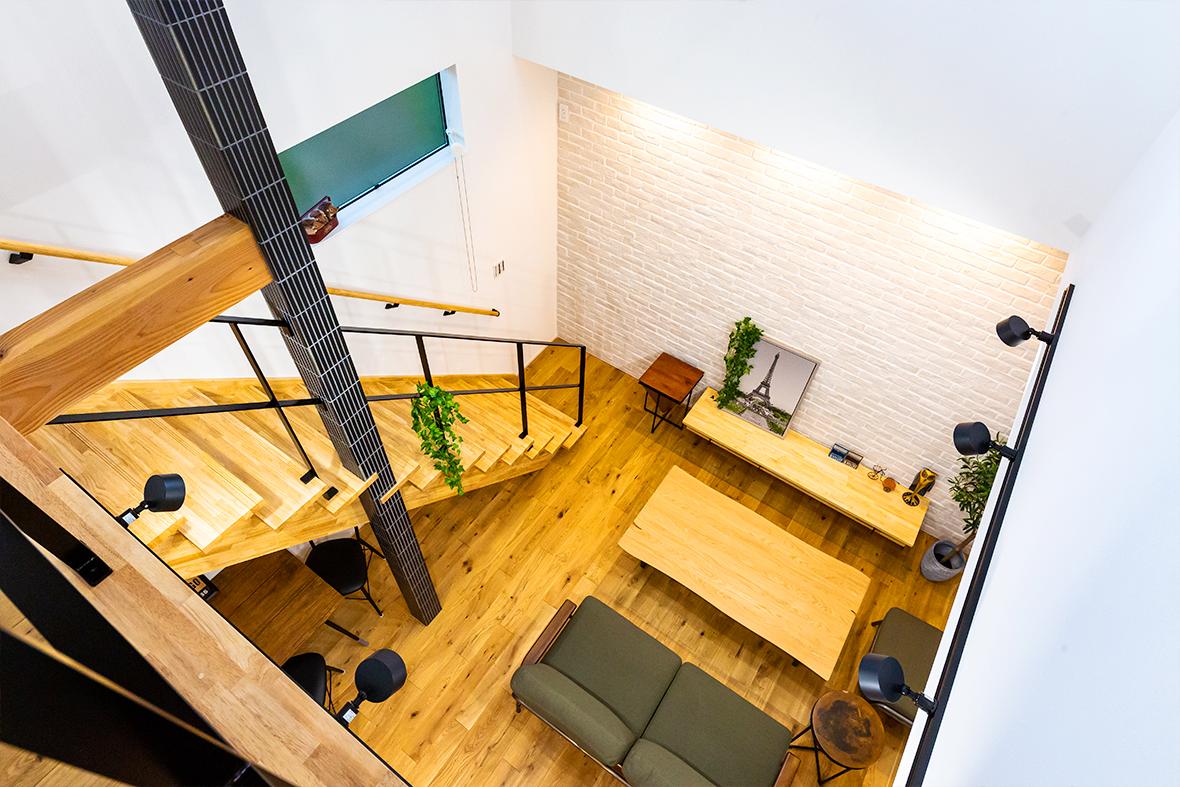 自然素材を活用した木目のかっこいいお家です!
