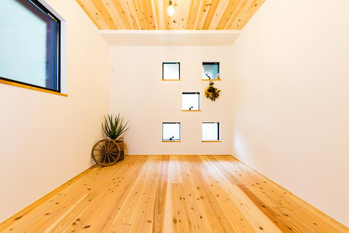 天然木の香りで癒される居室