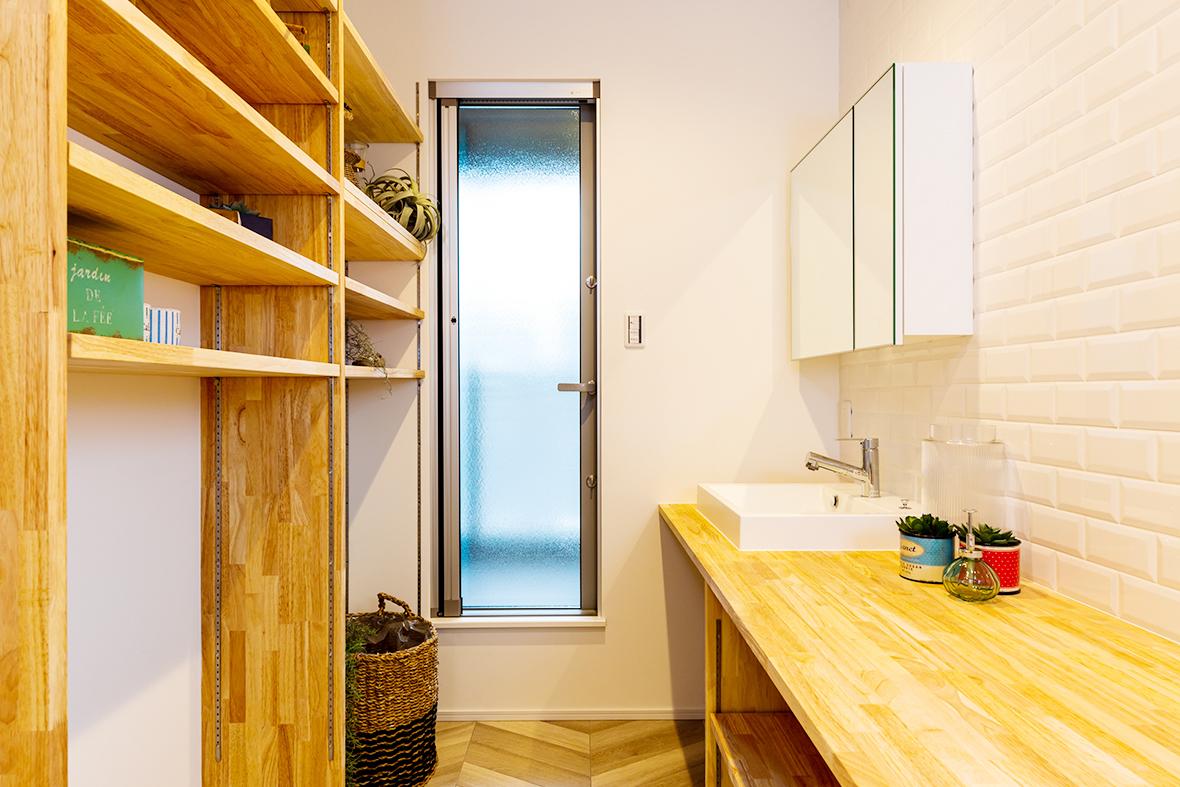 洗濯物の片づけが楽になるたっぷり収納の参考になるお家です!