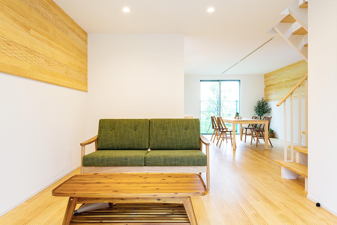 足裏から自然の質感を感じる無垢床のお家です!