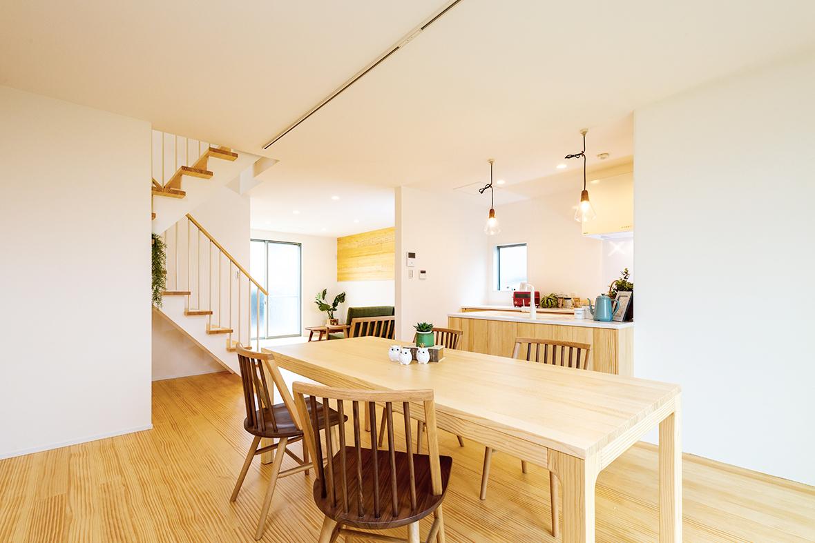 2棟目は、「広々空間」×「天然無垢材」で実現した、ナチュラルかわいいお家です!